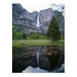 reflexión de las cataratas de Yosemite Postal