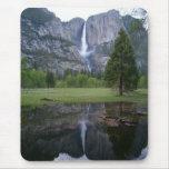 reflexión de las cataratas de Yosemite Alfombrilla De Ratón