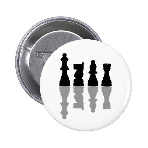 Reflexión de los pedazos de ajedrez pins