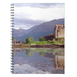 Reflexión del castillo de Eilean Donan Spiral Notebook