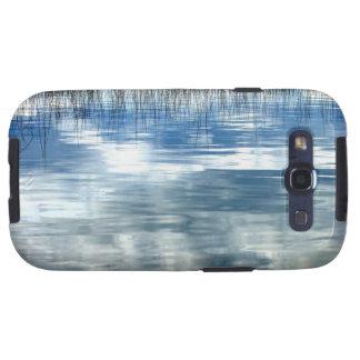 Reflexión del cielo en el lago con la caja android galaxy s3 cobertura