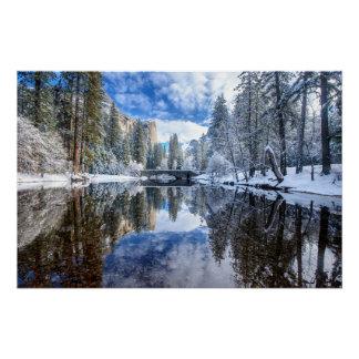 Reflexión del invierno en Yosemite Perfect Poster