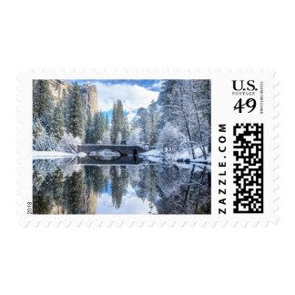 Reflexión del invierno en Yosemite Sellos Postales