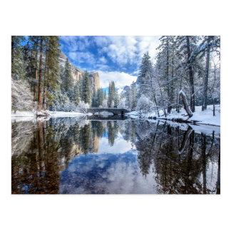 Reflexión del invierno en Yosemite Tarjetas Postales