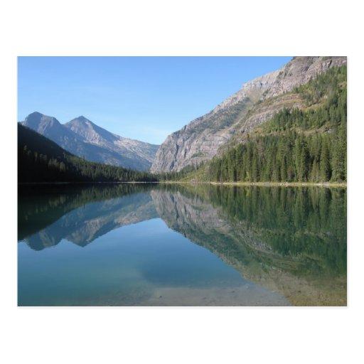 Reflexión del lago avalanche tarjetas postales