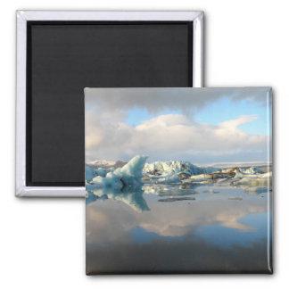 Reflexión del lago del iceberg de Jokulsarlon Imán Cuadrado
