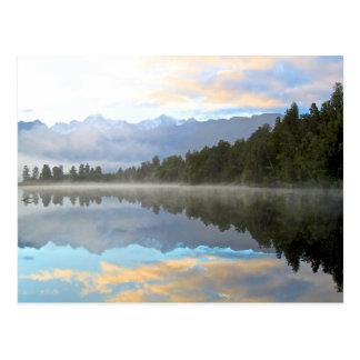 Reflexión del lago tarjetas postales