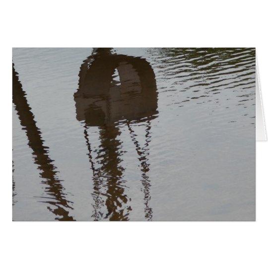 Reflexión del oscilación en agua de inundación rep tarjeta de felicitación