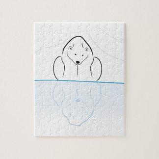 Reflexión del oso polar en el calentamiento del pl puzzle con fotos