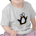 Reflexión del pingüino camiseta