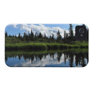 Reflexión del río de Lapie iPhone 4 Carcasas