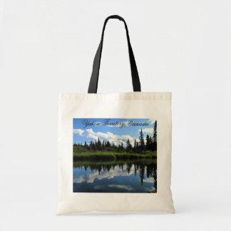 Reflexión del río de Lapie; Territorio del Yukón,  Bolsas