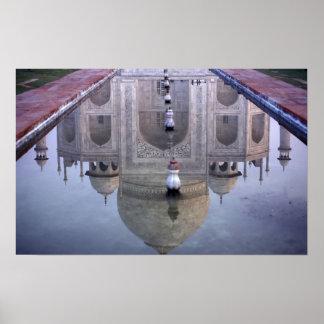 Reflexión del Taj Mahal Agra Uttar Pradesh Poster