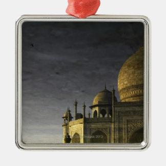 Reflexión del Taj Mahal en el agua en el amanecer Adorno Navideño Cuadrado De Metal