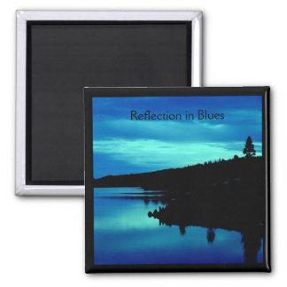 Reflexión en azules imán cuadrado