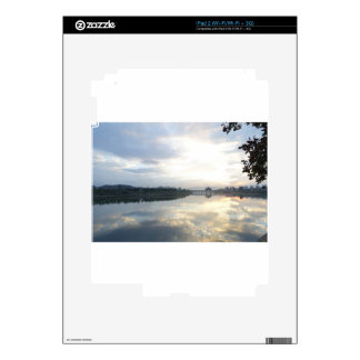 reflexión enfrente de invertido calcomanía para iPad 2