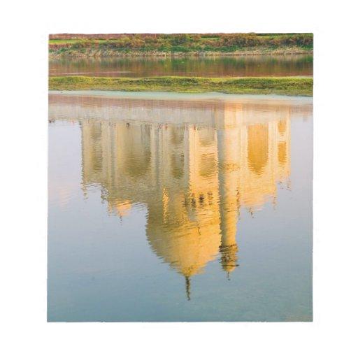 Reflexión famosa del templo del Taj Mahal en Blocs De Papel