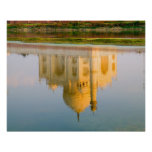 Reflexión famosa del templo del Taj Mahal en Poster