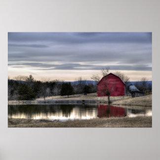 Reflexión roja del granero en la foto de HDR del a Impresiones