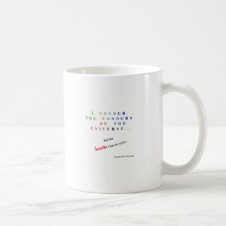 Reflexione el universo divertido taza básica blanca