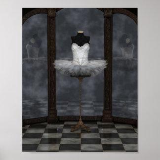 Reflexiones blancas del tutú del ballet clásico póster
