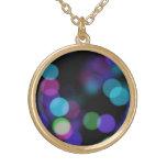 Reflexiones coloreadas púrpuras y verdes azules de colgante personalizado