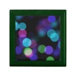 Reflexiones coloreadas púrpuras y verdes azules de cajas de joyas
