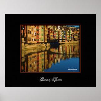Reflexiones coloridas en poster de Girona, España