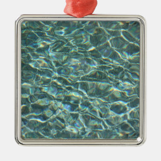 Reflexiones cristalinas de la superficie del agua adorno navideño cuadrado de metal