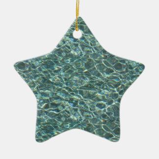 Reflexiones cristalinas de la superficie del agua adorno navideño de cerámica en forma de estrella