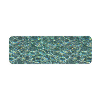 Reflexiones cristalinas de la superficie del agua etiquetas de remite