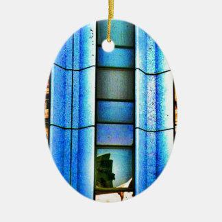 Reflexiones cubistas adorno navideño ovalado de cerámica