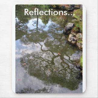 REFLEXIONES… de árboles en una charca del templo Alfombrillas De Ratones