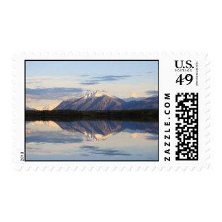 Reflexiones de la montaña en Alaska Sellos