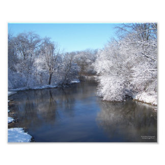 Reflexiones de la nieve en el río arte fotográfico