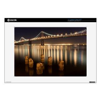 Reflexiones de la noche del puente de la bahía de  skins para portátiles