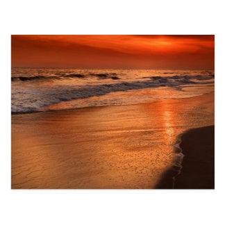 Reflexiones de la puesta del sol de las nubes y de tarjeta postal