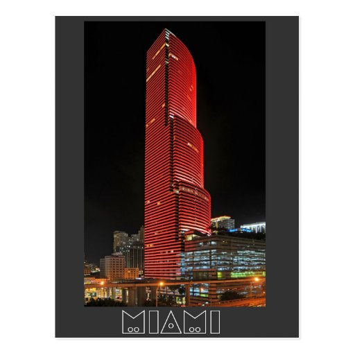 Reflexiones de la torre de Miami en rojo Postales