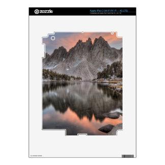 Reflexiones de los pináculos de Kearsarge de la ta iPad 3 Pegatinas Skins