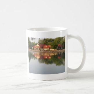 Reflexiones del agua taza de café