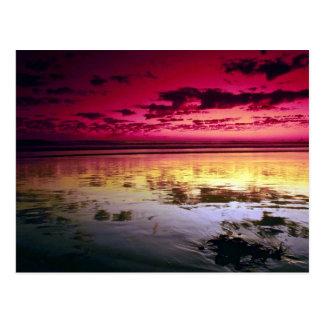 Reflexiones del cielo del verano, marea baja, tarjetas postales