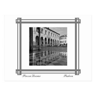 Reflexiones del Duomo de la plaza Tarjeta Postal