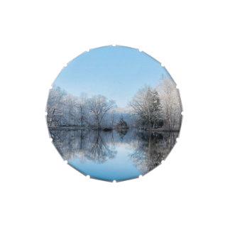 Reflexiones del lago tree del invierno Nevado Latas De Dulces