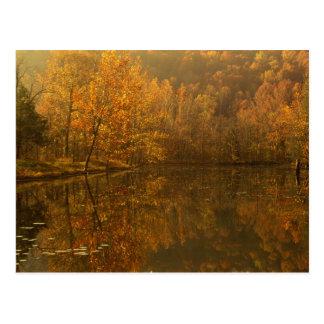 Reflexiones del otoño en la charca postales