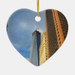 Reflexiones del rascacielos de Nueva York Ornatos