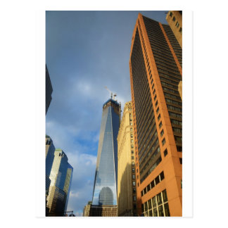 Reflexiones del rascacielos de Nueva York Tarjetas Postales