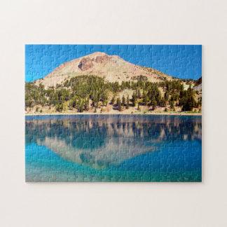 Reflexiones en el lago Helen, Lassen volcánico Puzzles Con Fotos