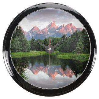 Reflexiones magníficas de Teton sobre la charca de Reloj Pecera