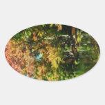 Reflexiones preciosas del otoño pegatina ovalada