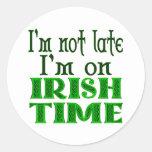 Refrán divertido del tiempo irlandés pegatinas redondas